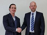 Looking forward to working together: Cedrik Mayer-Klenk (CEO of Chemoform AG) and Thomas Rey (managing director of Labulit AG).